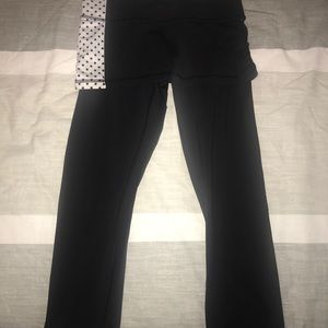 Lululemon black and white capris with skirt!